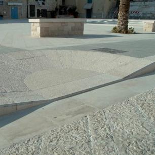 Pavimento: Genius Picconata + Bocciardato Grosso