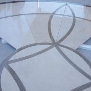 Internal Floor Tiles: Trani Classico Polished / Listello: Serpenggiante Classico