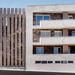 Solid Columns: Ambrato Rock Face / Wall Cladding: Ambrato Silk, Tango Graffiato